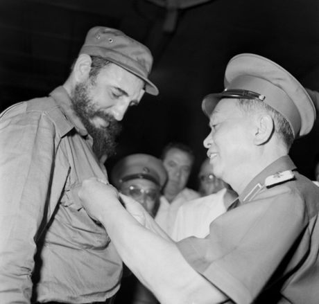 Hinh anh Fidel Castro voi cac lanh dao Viet Nam - Anh 3