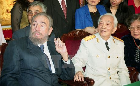 Hinh anh Fidel Castro voi cac lanh dao Viet Nam - Anh 4