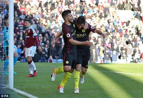 Aguero ruc sang dua Man City vuot 'bao tap' Burnley - Anh 1