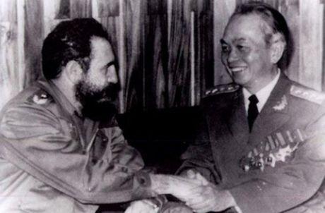 Rung rung CHUM ANH ve lanh tu Fidel Castro va Dai tuong Vo Nguyen Giap - Anh 1