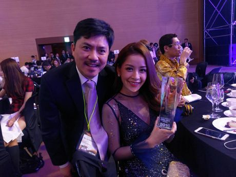 NONG: Chi Pu doat giai 'Guong mat phim mang' WebTV Asia 2016 - Anh 1
