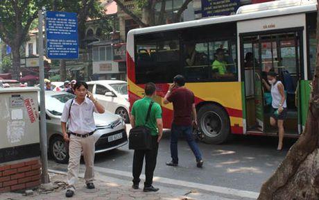Un tac giao thong: Giai quyet van hoa chu khong phai cam doan - Anh 2