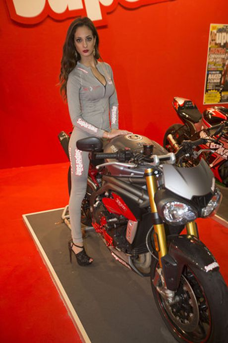 Ngam nhung 'bong hong' tai Trien lam moto EICMA 2016 o Y - Anh 6