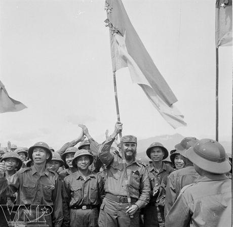 Hinh anh Fidel Castro ben Viet Nam nhung nam thang chien tranh - Anh 1