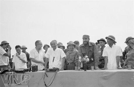 Hinh anh Fidel Castro ben Viet Nam nhung nam thang chien tranh - Anh 2