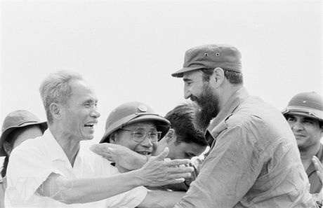 Hinh anh Fidel Castro ben Viet Nam nhung nam thang chien tranh - Anh 3