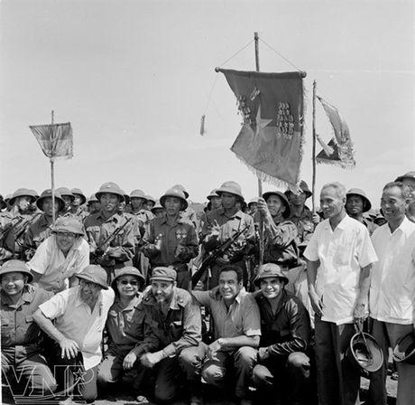 Hinh anh Fidel Castro ben Viet Nam nhung nam thang chien tranh - Anh 4