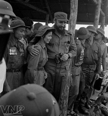 Hinh anh Fidel Castro ben Viet Nam nhung nam thang chien tranh - Anh 5