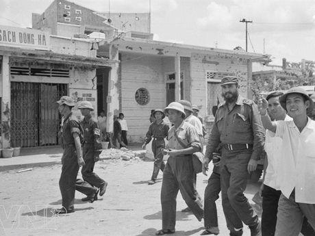 Hinh anh Fidel Castro ben Viet Nam nhung nam thang chien tranh - Anh 7