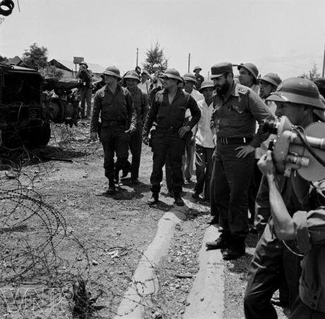 Hinh anh Fidel Castro ben Viet Nam nhung nam thang chien tranh - Anh 8