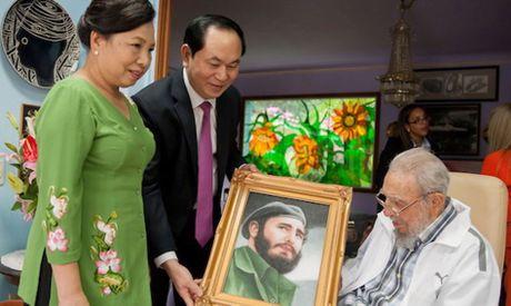 Tinh cam dac biet cua Viet Nam danh cho lanh tu Fidel Castro - Anh 1