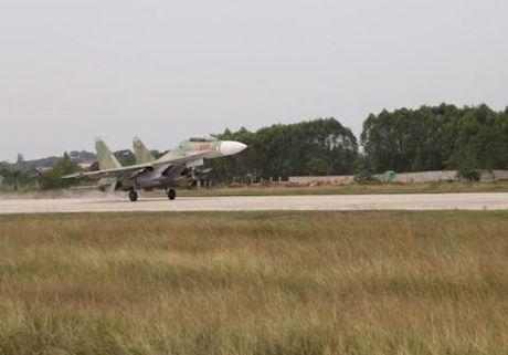 Su-30MK2 chot chan o diem trong yeu dat nuoc - Anh 1