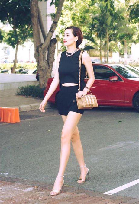 Mai Phuong Thuy me mac vay cuc ngan khoe chan sieu dai - Anh 12