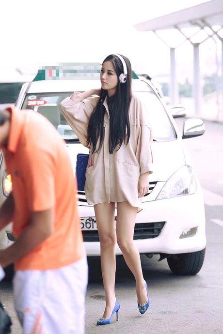Mai Phuong Thuy me mac vay cuc ngan khoe chan sieu dai - Anh 14