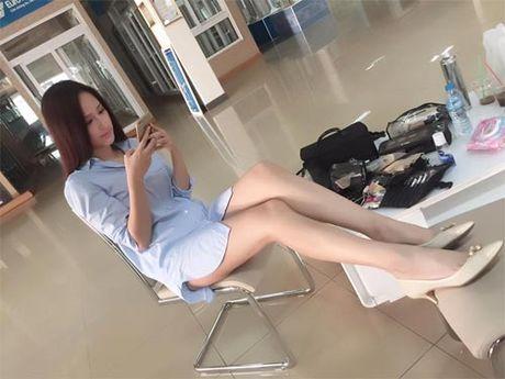 Mai Phuong Thuy me mac vay cuc ngan khoe chan sieu dai - Anh 1