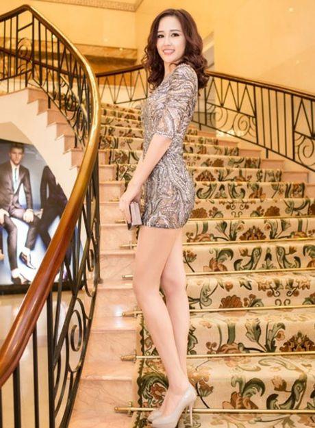 Mai Phuong Thuy me mac vay cuc ngan khoe chan sieu dai - Anh 2