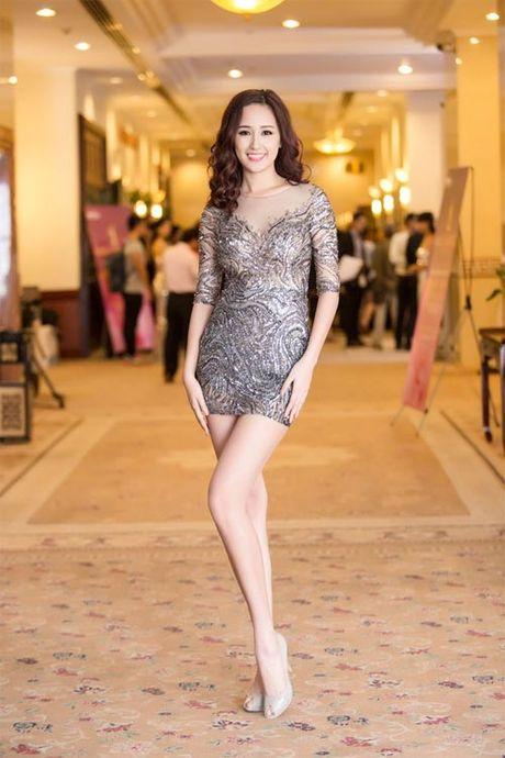 Mai Phuong Thuy me mac vay cuc ngan khoe chan sieu dai - Anh 3