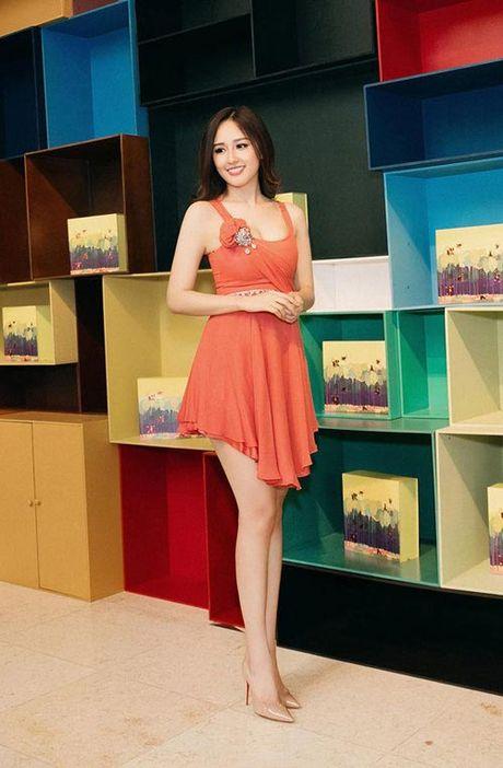 Mai Phuong Thuy me mac vay cuc ngan khoe chan sieu dai - Anh 6