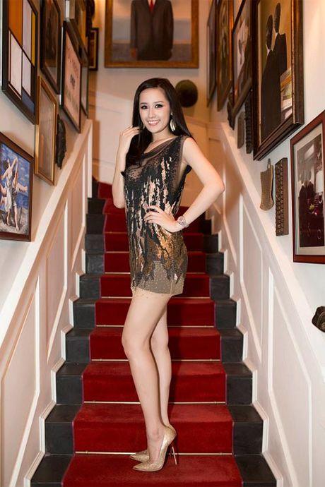 Mai Phuong Thuy me mac vay cuc ngan khoe chan sieu dai - Anh 7