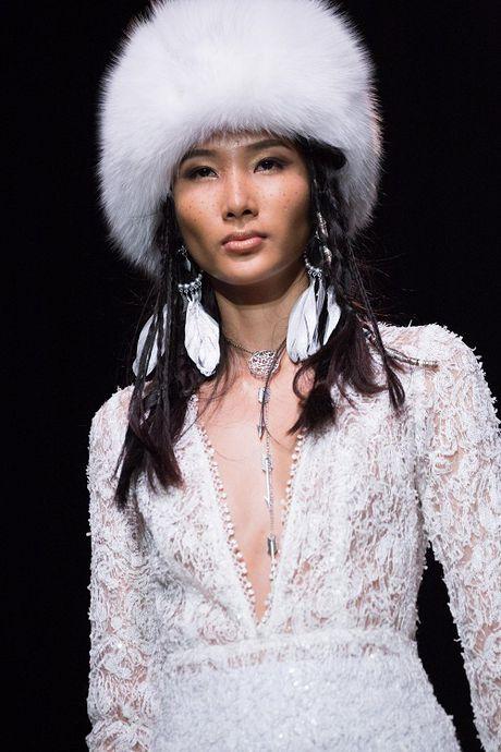 Jolie Nguyen xe khoet toi hong, do sac cung dan my nhan Viet - Anh 13