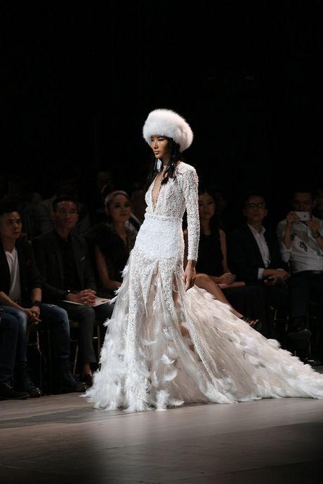 Jolie Nguyen xe khoet toi hong, do sac cung dan my nhan Viet - Anh 14
