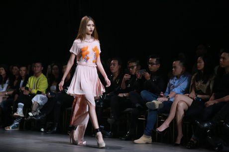 Jolie Nguyen xe khoet toi hong, do sac cung dan my nhan Viet - Anh 23