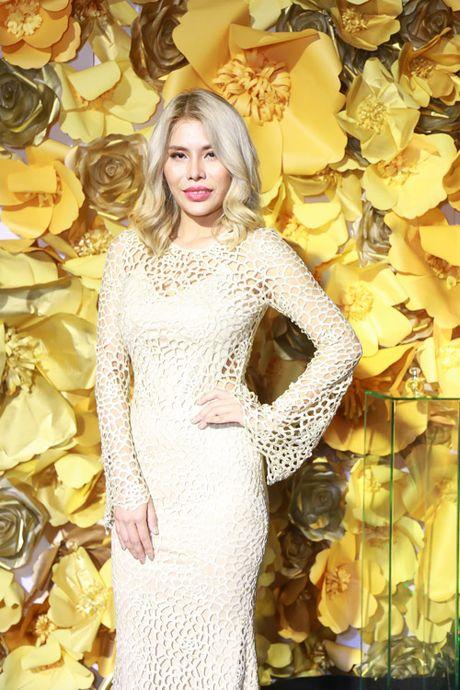 Jolie Nguyen xe khoet toi hong, do sac cung dan my nhan Viet - Anh 2