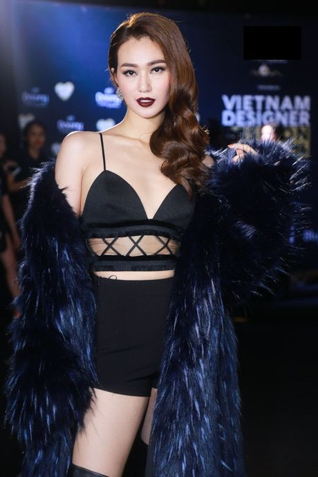 Jolie Nguyen xe khoet toi hong, do sac cung dan my nhan Viet - Anh 4