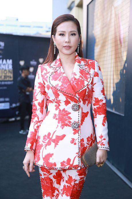 Jolie Nguyen xe khoet toi hong, do sac cung dan my nhan Viet - Anh 9