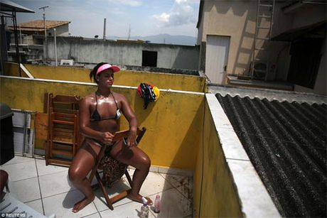 Soc voi mot bikini bang dinh be xiu cua chi em Brazil - Anh 10