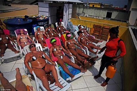 Soc voi mot bikini bang dinh be xiu cua chi em Brazil - Anh 3