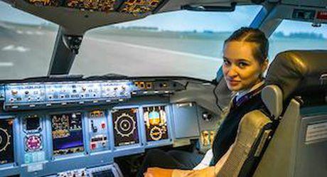 Nguong mo nu phi cong 23 tuoi voi hon 300 gio bay cua Aeroflot - Anh 1