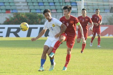 DT Viet Nam danh bai Campuchia voi 10 cau thu tren san - Anh 1
