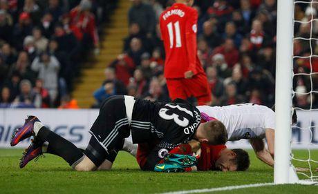 Coutinho len cang, Origi dem ngoi dau ve cho Liverpool - Anh 10