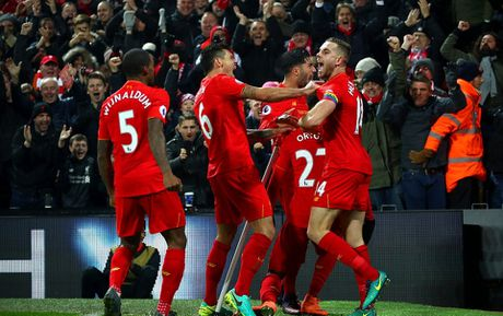 Coutinho len cang, Origi dem ngoi dau ve cho Liverpool - Anh 13