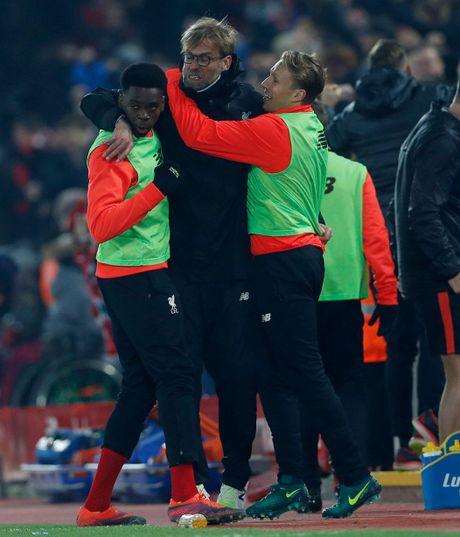 Coutinho len cang, Origi dem ngoi dau ve cho Liverpool - Anh 14