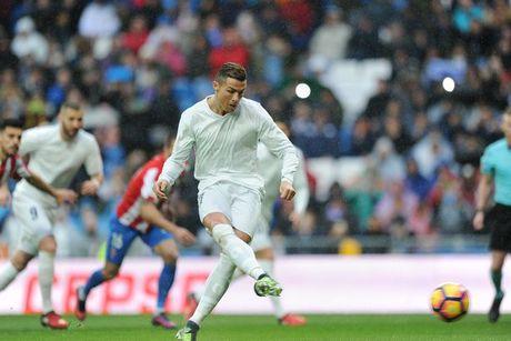 5 diem nhan Real Madrid 2-1 Sporting Gijon: Ronaldo vuot Messi, Suarez - Anh 1