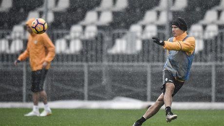 Doc ba tai Serie A, Juventus van phai doi mua luyen tap - Anh 5