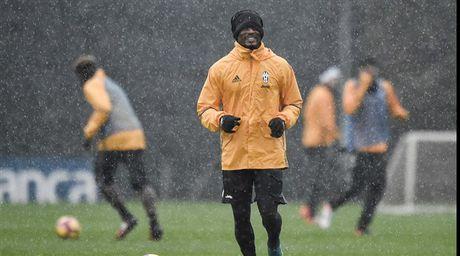 Doc ba tai Serie A, Juventus van phai doi mua luyen tap - Anh 7