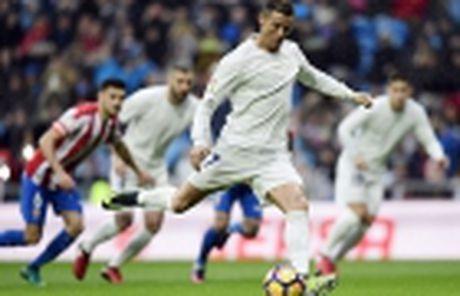 Zinedine Zidane: Thiet dau cong va han bang chan khi - Anh 6