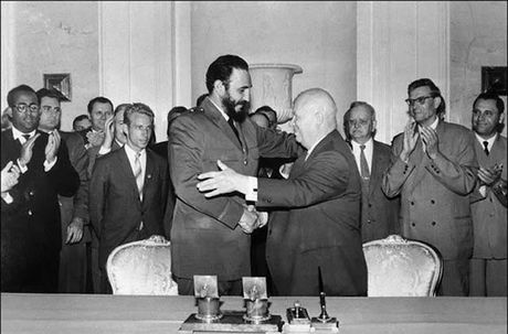 Anh hiem: Lanh tu Cuba Fidel Castro tham Lien Xo 1963 - Anh 13
