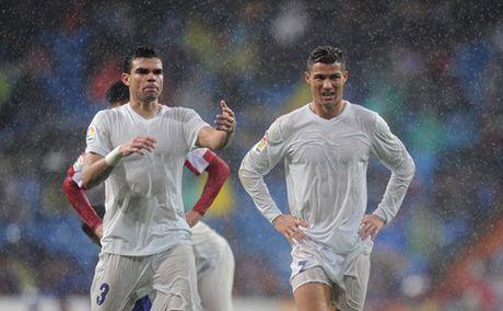 'Do te' Pepe tiet lo thoi diem treo giay - Anh 2