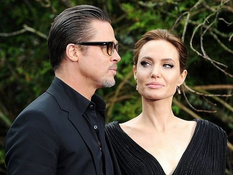 Angela Jolie hut thuoc la thay com, than hinh ngay cang tieu tuy dang so - Anh 1