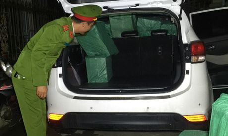 Bat qua tang tai xe van chuyen 10 nghin goi thuoc la Zet - Anh 2