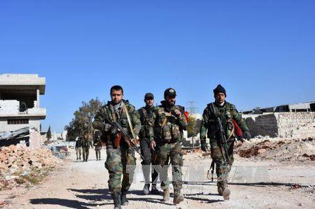 Quan doi Syria gianh lai nhieu vi tri quan trong o Dong Aleppo - Anh 1
