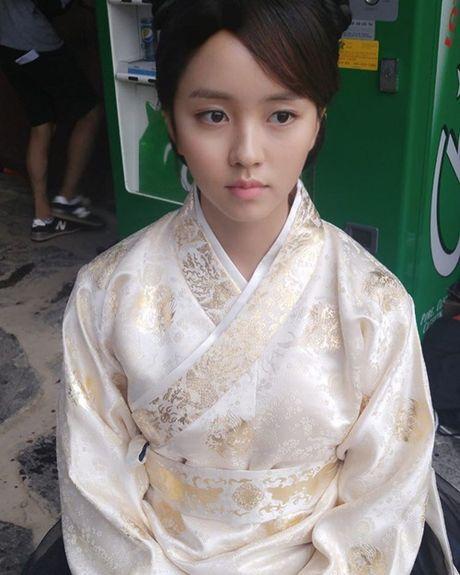 Sao Han 27/11: SNSD khoe nhan sac 'dep deu', Chan Yeol mung sinh nhat ben EXO - Anh 2