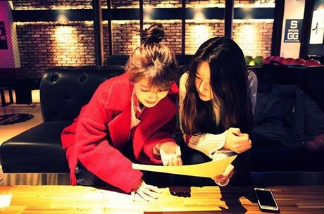 Sao Han 27/11: SNSD khoe nhan sac 'dep deu', Chan Yeol mung sinh nhat ben EXO - Anh 5
