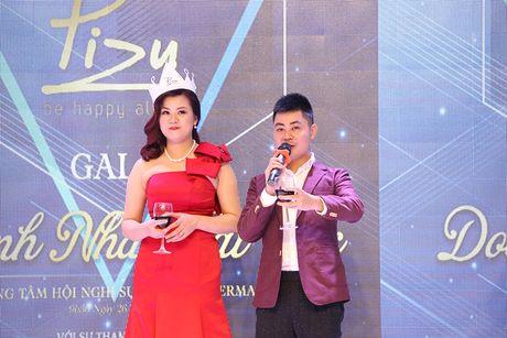 A hau Hoang Anh, ca si Uyen Linh bat mi cach cham soc da sang khoe - Anh 2