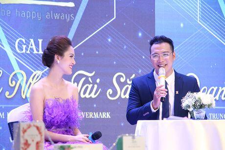 A hau Hoang Anh, ca si Uyen Linh bat mi cach cham soc da sang khoe - Anh 5