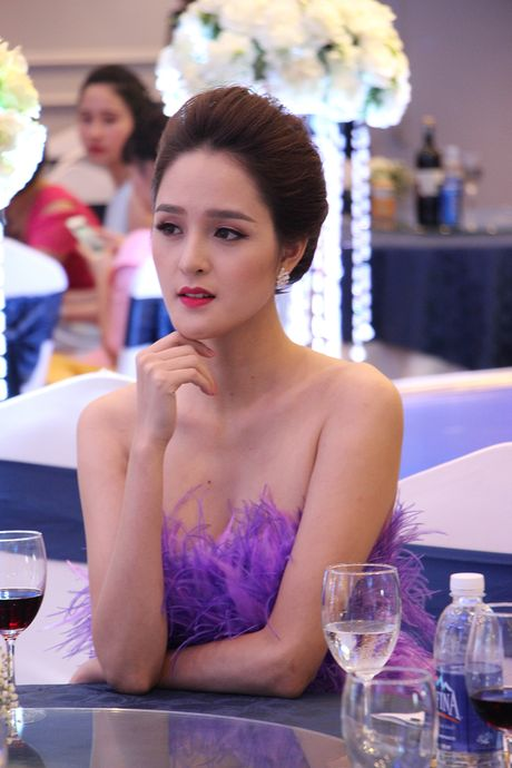 A hau Hoang Anh, ca si Uyen Linh bat mi cach cham soc da sang khoe - Anh 6